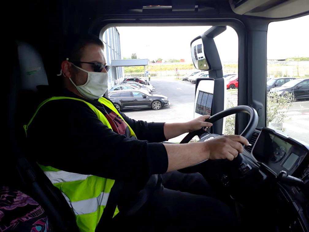 chauffeur avec masque Covid19